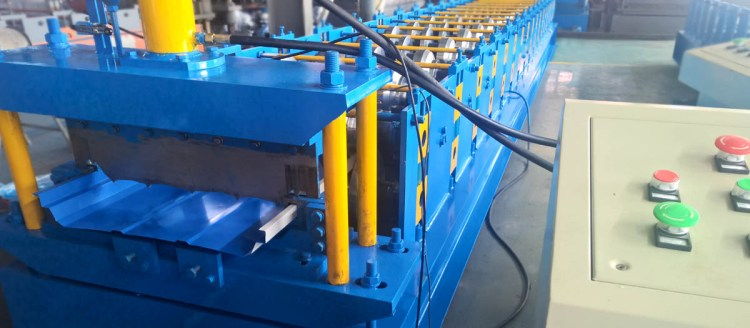 boltless wall panel roll forming machine