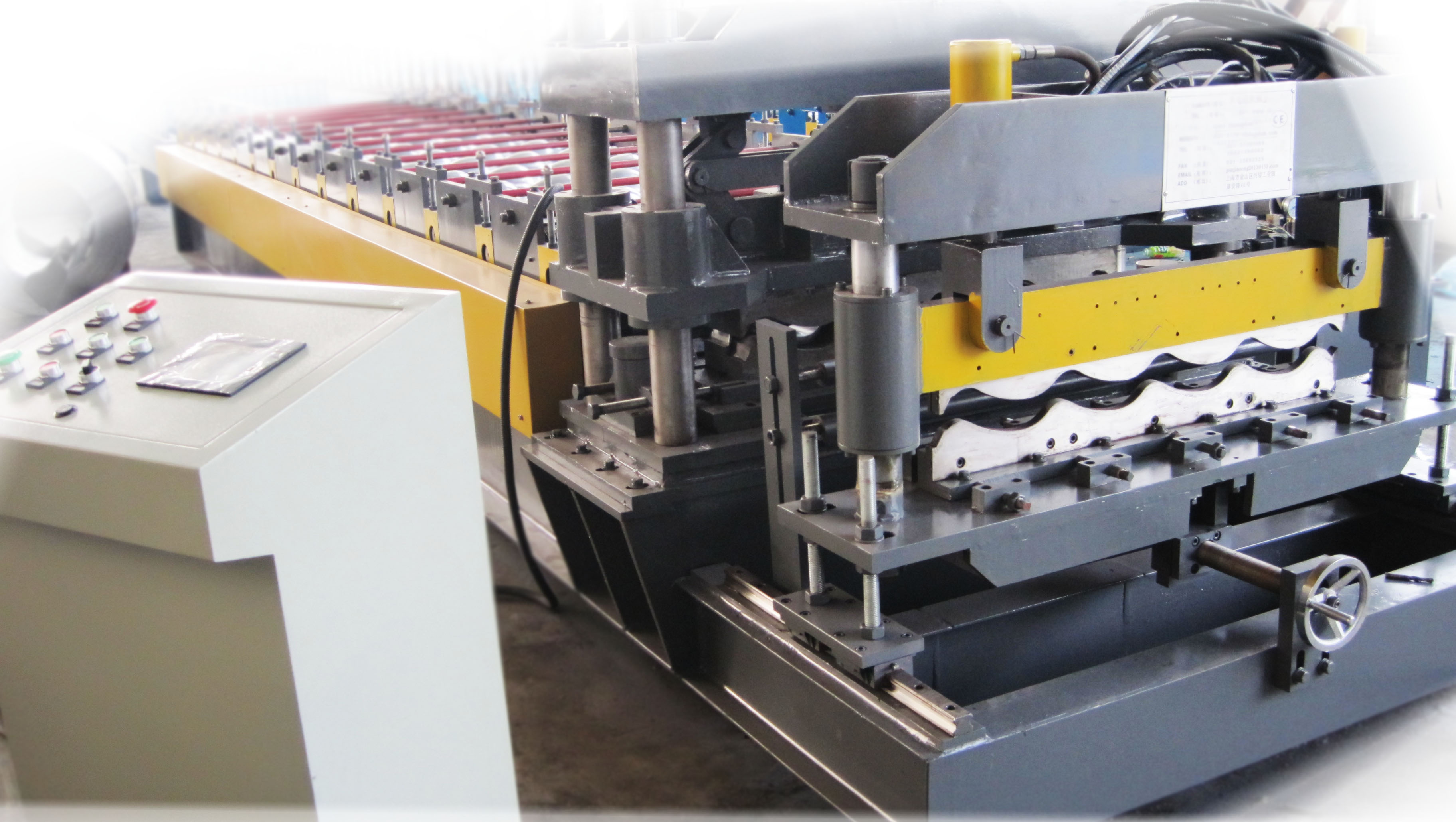 Metal glazed tile roll forming machine