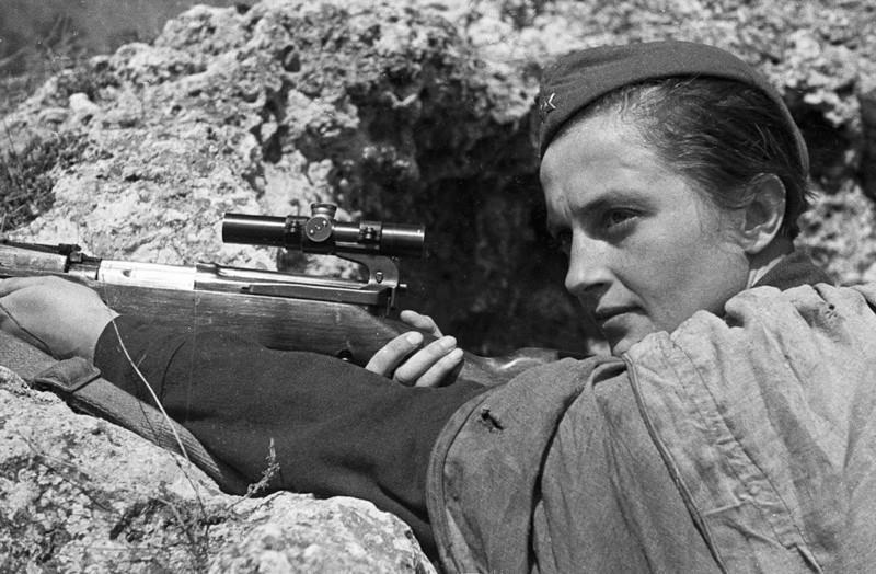 Комсомолки, красавицы, снайперы (9 фото)