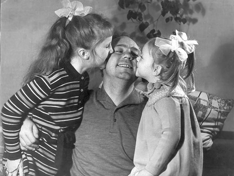 Николай Рыбников с дочерьми Аришей и Аленой. архив, картинки, фото