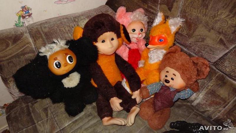 7. Теперь плавно перейдем к игрушкам. Понятное дело, что девочки любили гэдээровских кукол, а мальчики — машинки и луноходики. СССР, детство, кино, хиты