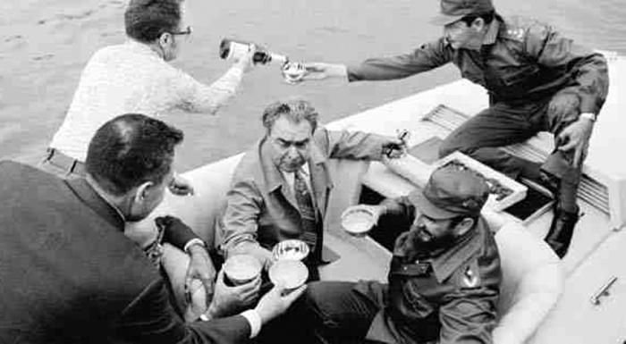 А вот выпить Леонид Ильич любил всегда.