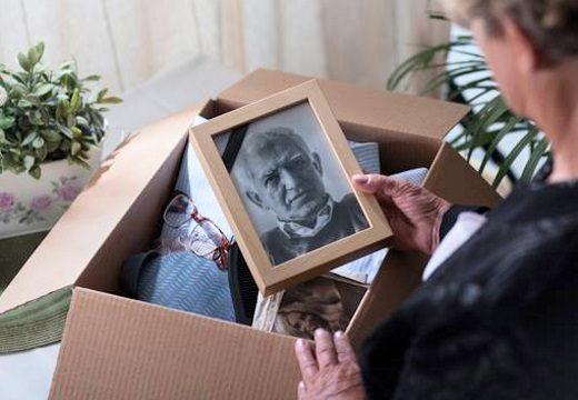 Почему фотографии умерших родственников нельзя вешать на стену? Приметы