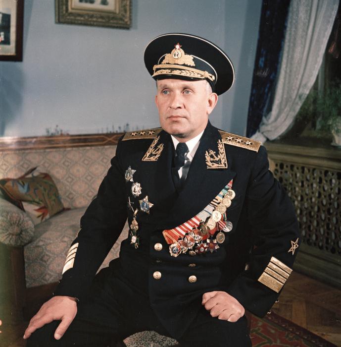 Адмирал Горшков в парадной форме. Крым, Севастополь, 1954 год. Фото: Semyon Osipovich Friedland.