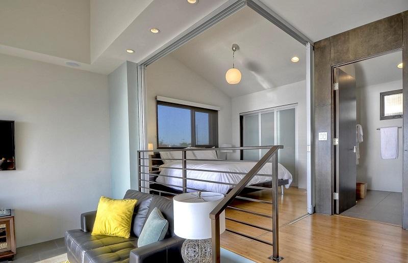 Купив квартиру с крохотной спальней (9 кв. м), пара ловко нашла решение! Только взгляни…