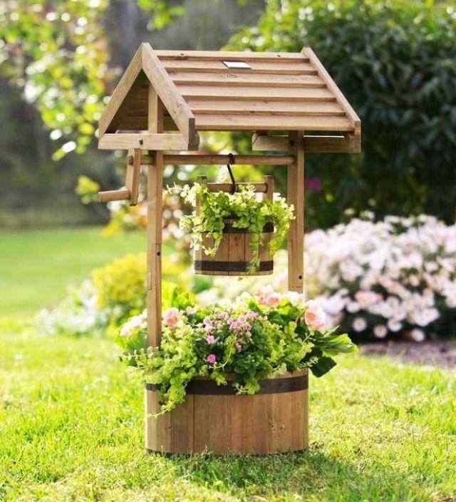 Декоративный колодец который гармонично вписывается в ландшафтный дизайн садового участка