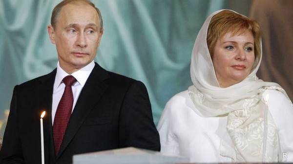 Людмила Путина с бывшим мужем Владимиром Путиным в церкви. Фото. Lyudmila Putina