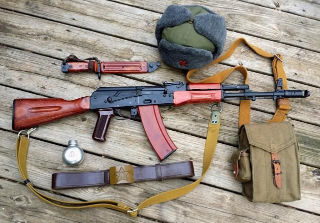 Почему магазин автомата Калашникова вмещает только 30 патронов?