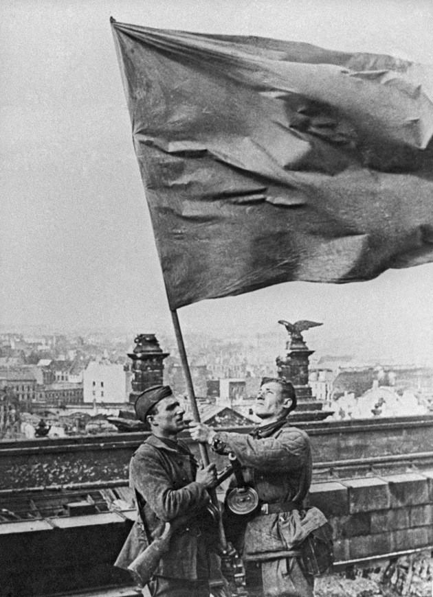 Сколько флагов было над Рейхстагом? СССР, история, факты