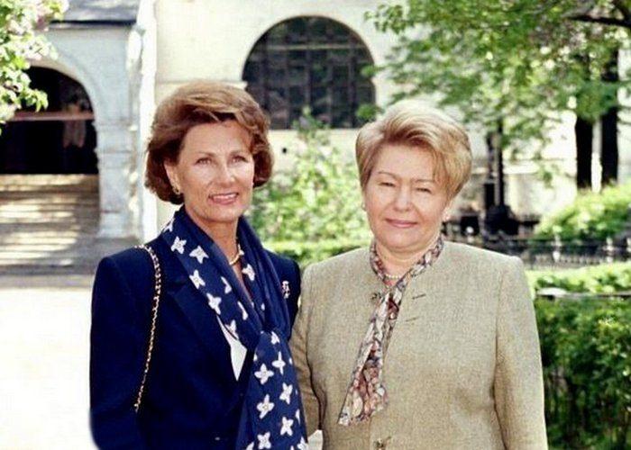 Наина Ельцина. Первые леди СССР и России — как они одевались
