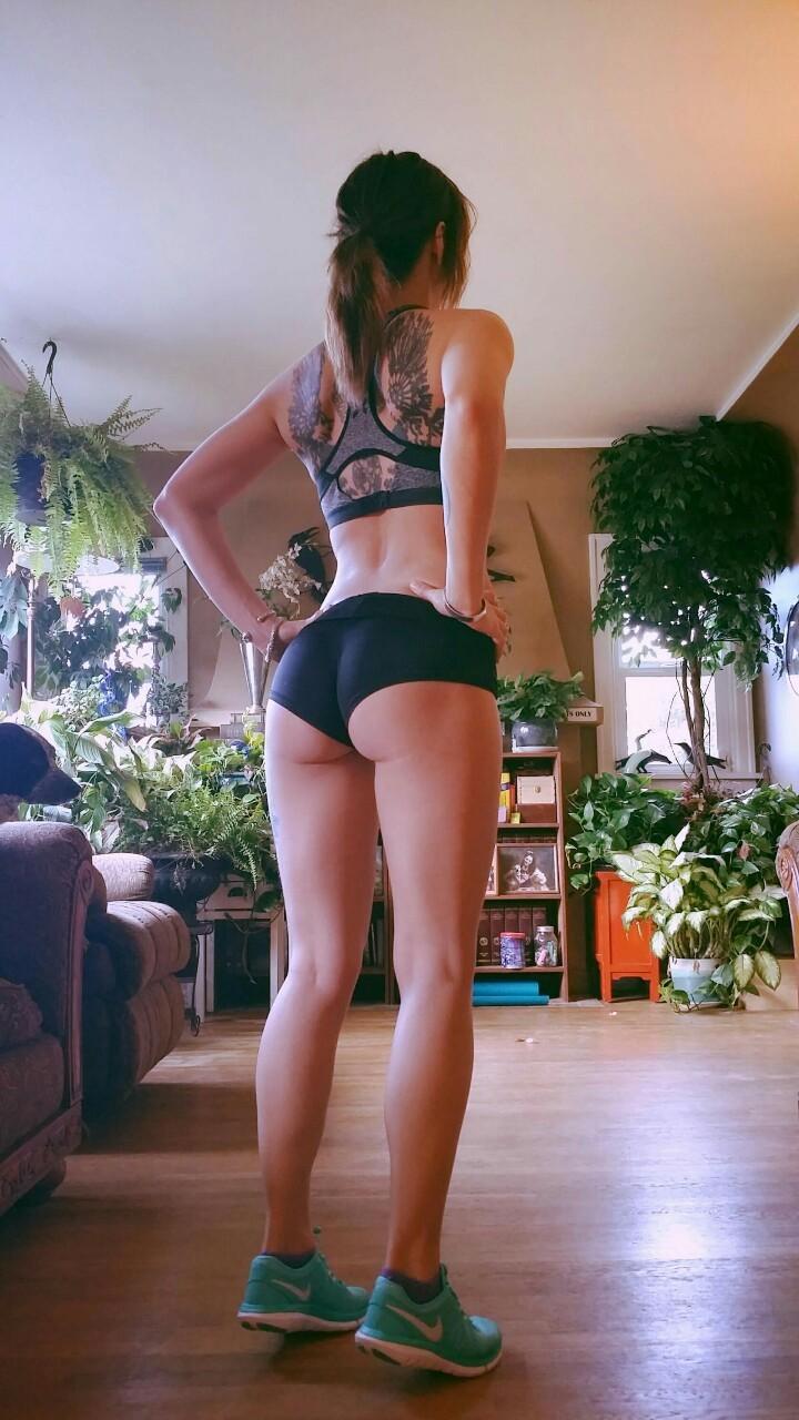 Девушки в спортивных бюстгальтерах— фотографии