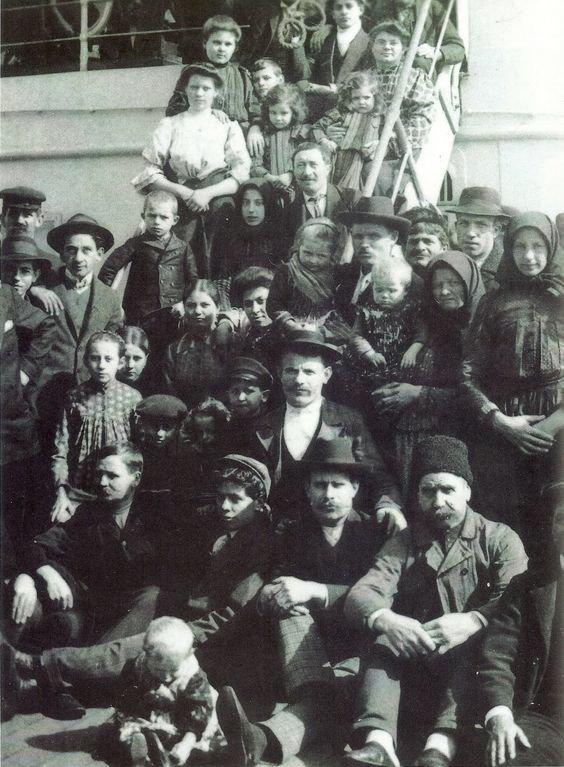 А вот еще итальянцы, 1905 год америка, иммигранты, исторические фото, история, остров Эллис, факты