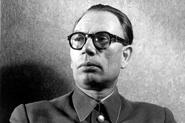 генерал Власов в 1942 году. Коллаборационисты и их участь