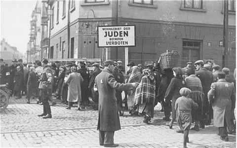 Погромы польских националистов: о чем Варшава приказывает всем забыть