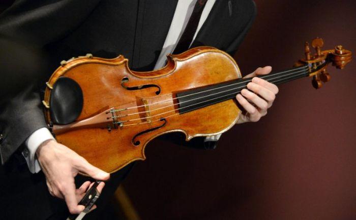 Скрипка, сделанная Антонио Страдивари в 1719 году. | Фото: news.yahoo.com
