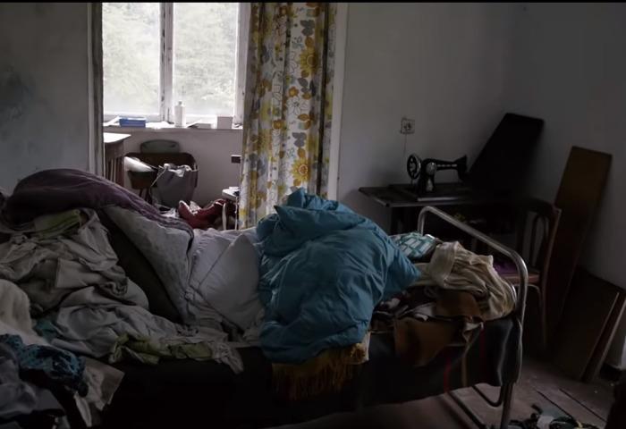Уезжая, люди в спешке побросали все свои вещи. /Кадр из видео на youtube.com, пользователь ninurta