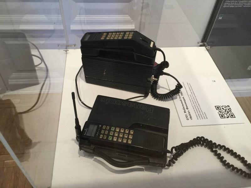 2. Одни из первых мобильных телефонов, появившихся в 1980-х. история, музеи, телефоны