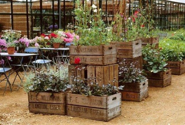 Многоуровневые эргономичные грядки из старых деревянных ящиков которые точно понравятся вам и вашим гостям