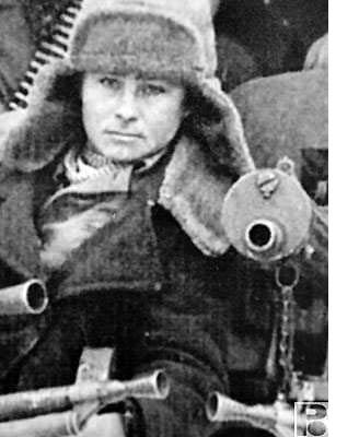 Плакат повесили по заданию командира партизанского отряда имени Сталина двое ростовских мальчишек – Сава Лотошников и Толик Подушко. Толик Подушко был сиротой. Его отца расстреляли немцы… Толику было 13 лет. вов, история, ростов