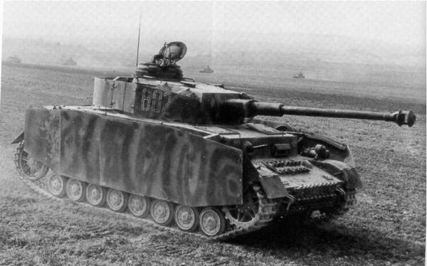 Немецкий танк Pz.Kpfw IV против советских Т-34: новые модификации