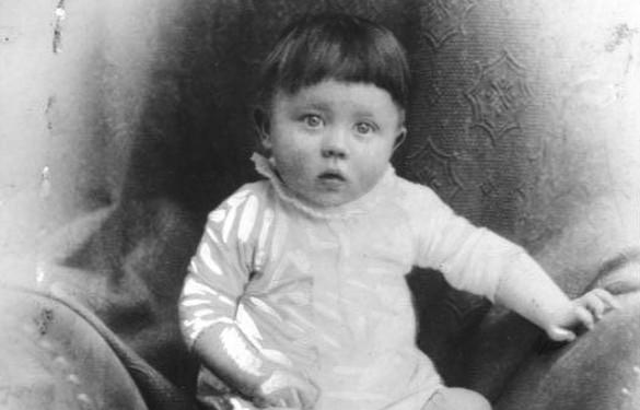 Детское фото Адольфа Гитлера