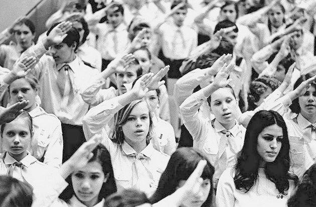 Мы пионеры Советской страны, Нас миллионы! Родине славной навеки верны Наши знамёна! СССР, история, школа