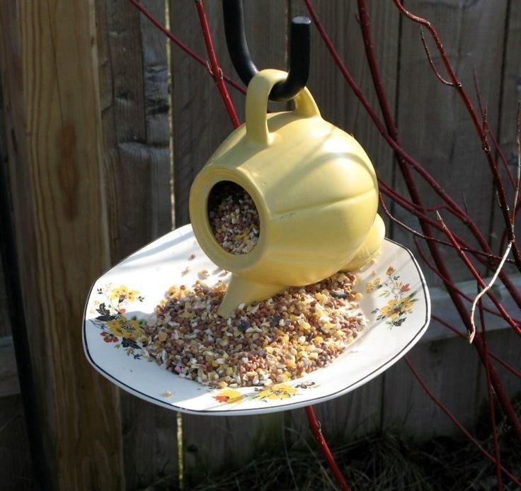 1. Кормушка для птиц или скворечник из старых вещей, интересно, новая жизнь, поделки, своими руками, сделай сам, фото, чайник