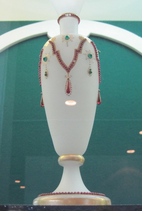 Ваза с цветными каплями — имитация драгоценных камней, 1860-80 гг.