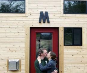 Эта пара построила крошечный дом своей мечты и доказала, как мало нужно для счастья!