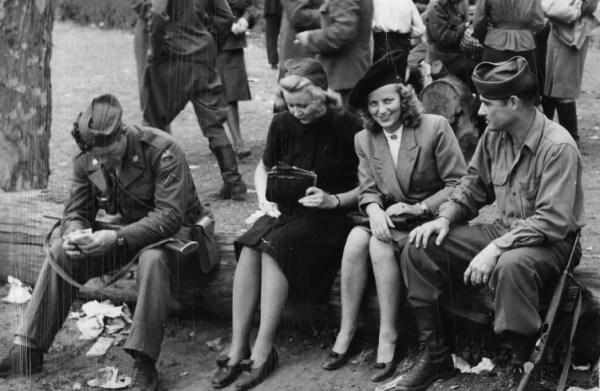 Немок массово насиловали британцы и американцы. Немецкий профессор развенчал миф о «зверствах» Красной Армии. [18+]