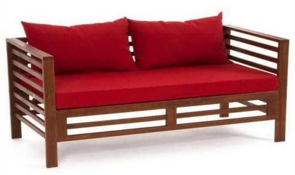 Эта садовая скамейка больше напоминает диван: при достаточных размерах и полежать можно