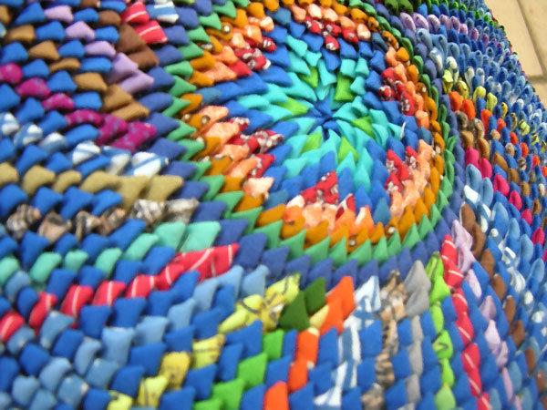 Кругляшки из уголков. Коврики из кусочков ткани, сложенные клювиками, чешуйками, ушками