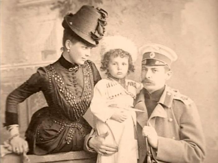 Князь и княгиня с первенцем Николаем | Фото: liveinternet.ru