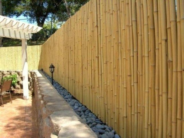 Бамбук всегда напоминает какиелибо острова так устройте свое райское местечко огражденное бамбуковым забором