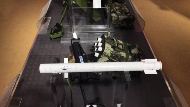 Китай показал ручной ракетный комплекс QN-202