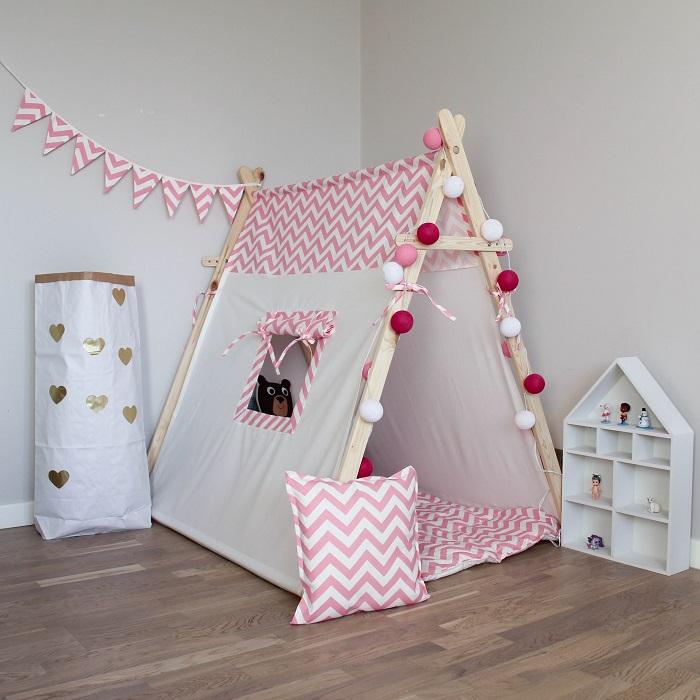 Из старых простыней можно сделать детскую палатку