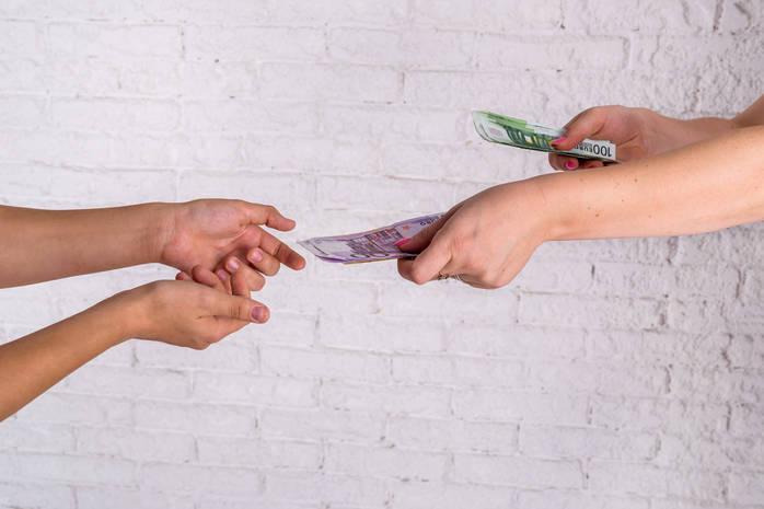 Деньги в долг: как одолжить правильно другу или близкому человеку, чтобы не поссориться?