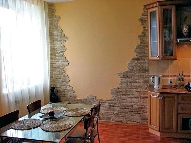Декоративный камень на стенах в кухне