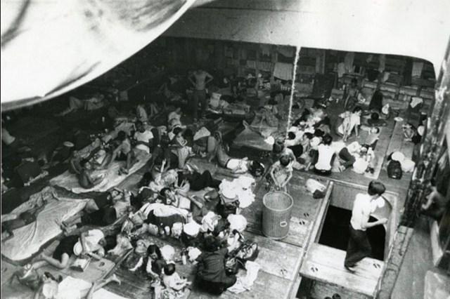 Беженцы на корабле. 28 марта 1975
