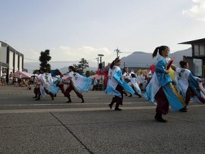 第五陣越前おおのとんちゃん祭のスタッフをしました。 衣装がヒラヒラする踊りを繰り広げる酔舞心/どこまでもアマチュア