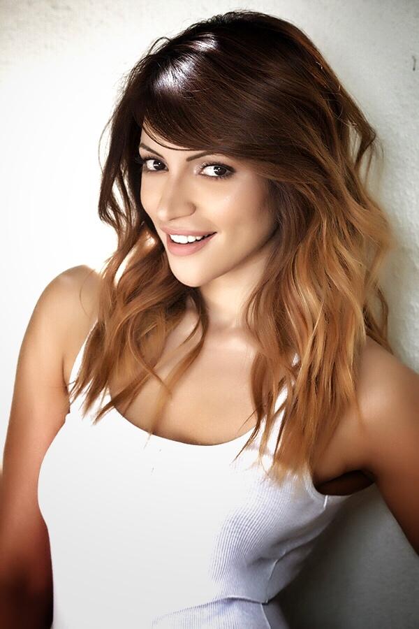 Elegant fashionable and famous Bollywood actress Shama ...