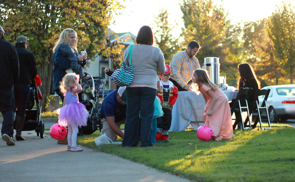 Photo Gallery: Trick or Treat on Greek Row – Sidelines