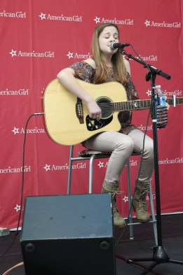 Headliner Marisa McKaye performs for the crowd on Saturday. (Sidelines / Tayhlor Stephenson)