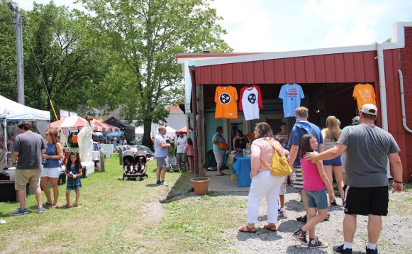 Guests shop the local vendor booths at the RC-Moon Pie Festival. (Tayhlor Stephenson / Sidelines)