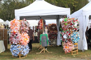 A vendor sells wreaths at the Bell Buckle Craft Fair in Bell Buckle, Tenn. on Oct. 21-22. (Tayhlor Stephenson / MTSU Sidelines)