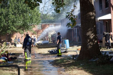 Firefighters use a hose to try and put out a live fire during the first responders class on Oct. 17, 2017. (Sabrina Tyson / MTSU Sidelines)