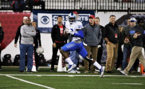 Redshirt junior Darius Harris returns a fumble for a touchdown against Western Kentucky in Bowling Green, Ky. on Nov. 17, 2017. (Devin P. Grimes / MTSU Sidelines)