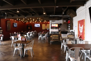 Party Fowl features ample seating for hungry customers in Murfreesboro, Tenn. starting Dec. 26, 2017. (Victoria Leuang / MTSU Sidelines)
