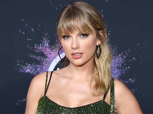 Baby Taylor Swift Unwraps Her First Guitar In 'Christmas Tree Farm' Video