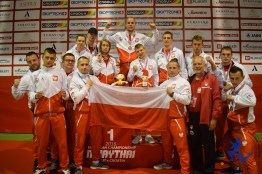 Hansel & Gretel posing with Team Poland at venue with medals